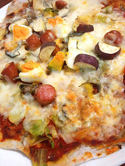 高知産そば粉の旬野菜&じゃこのせピザ
